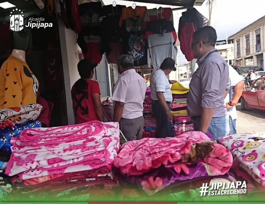 Diálogo en propio sitio con comerciantes en Jipijapa