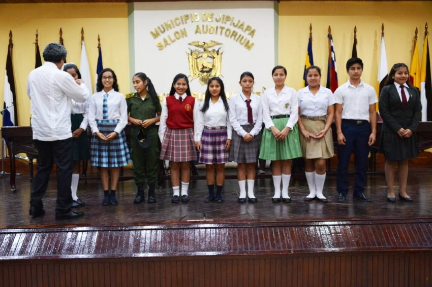 Talento y conocimiento de estudiantes en el concurso de Libro Leído