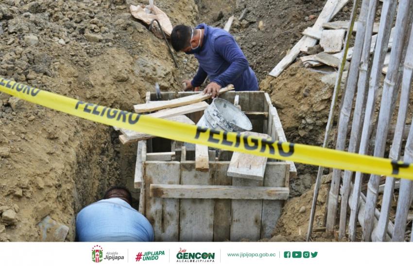 Construcción de redes de aguas servidas en la ciudad